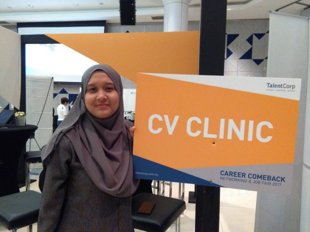 Photo of Dragonfire's CV clinic at Career Comeback Event