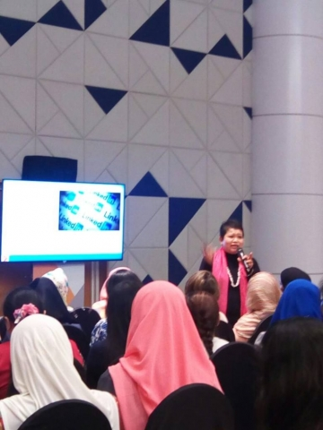 Photo of Hanie interacting with the CV Worshop crowd