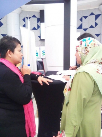 Photo of participant discussing her career with Hanie