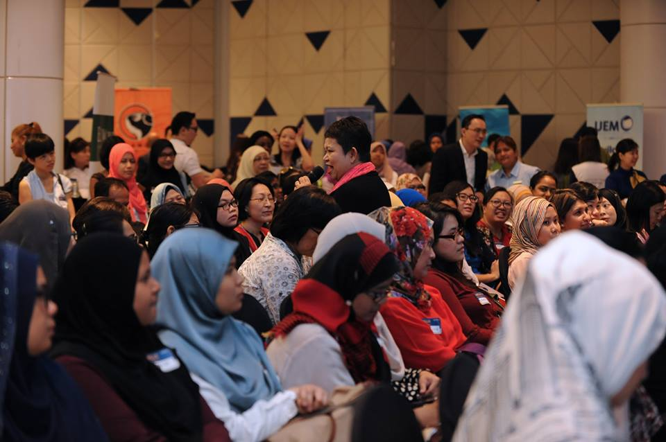 Photo of Hanie Razaif-Bohlender wading into the audience
