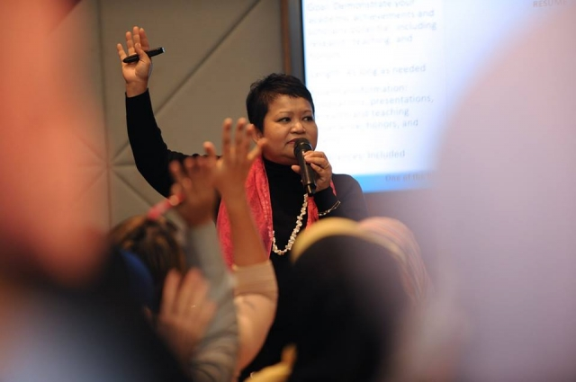Photo of Hanie Razaif-Bohlender polling her audience