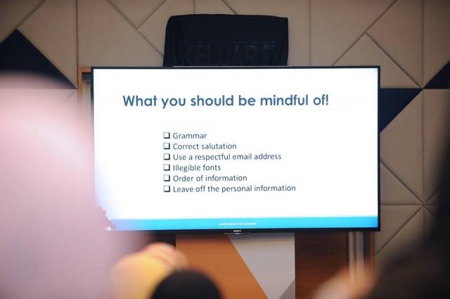 Photo of one of Hanie Razaif-Bohlender's CV writing slides